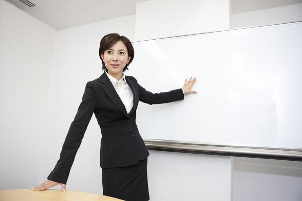 ネイルスクールの選び方!東京がいい?ヒューマンアカデミーは安い?